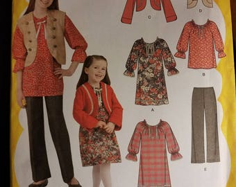 Simplicity 2321 uncut pattern and size 7,8,10,12 and 14. This is a Lizzy Maguire pattern.