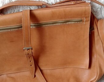 "Unisex Raw Tan Leather Messenger Bag - Hipster Crossbody Bag - Vintage 90s 14"" Laptop Carrier Bag - Large Leather Tote Briefcase Work Bag"