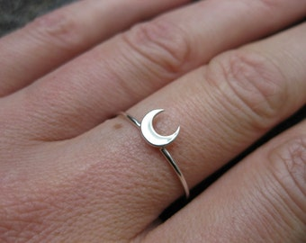 Single Stackable Crescent Moon Ring