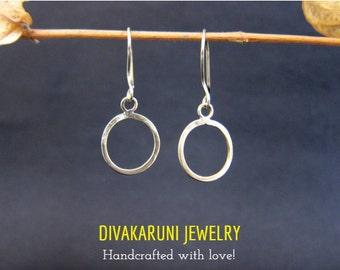 Delicate earrings,circle earrings,jewelry,brass earrings,handmade earrings,thin, small,wire earring,forged,hammered,geometric,hoop,earrings,