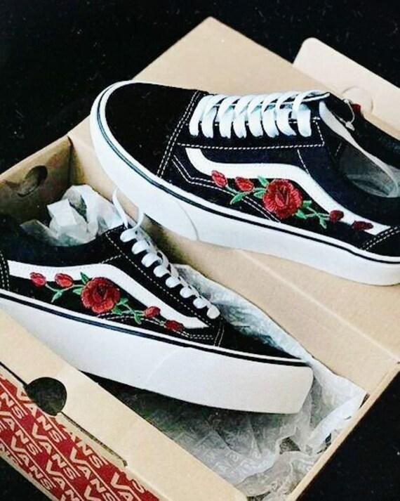 broderie vans roses