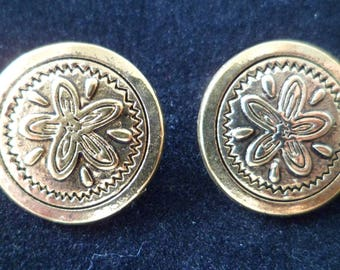 Golden sewing buttons carved flower 18 mm