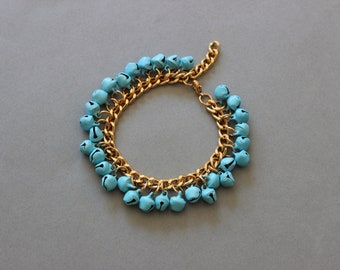 Light blue and gold bracelet with little bells, boho jewelry, beaded bracelet summer trend, elegant beads, chunky metal cuff, beach jewelry