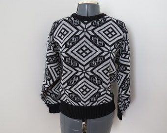 Vintage 1980s Black & White Nordic Snowflake Sweater - Womens Bust 40 by Gitano Limited Collection (B5)