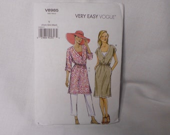Very Easy Vogue V8985 Misses Dress or Tunic, Tapered Pants, Sizes XS to M, Summer Dressing, for Linen, Crepe, Chambray, in Original Folds