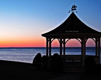 Sunset Photos, Niagara On The Lake, Queens Royal Park, Lakeside Gazebo, Gazebo on Lake Ontario, Landscape Photography, Travel Photography