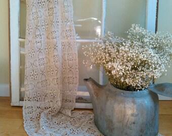 Vintage beige lace table runner