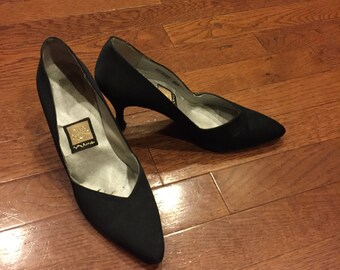 Vintage Basic Pointed Toe Black Pumps Size 6.5