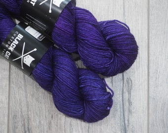 DK weight merino yarn 100% Superwash Merino Sweater weight yarn. Double Knit Weight yarn. Epic Purple. Semi-Solid purple yarn. Tonal yarn