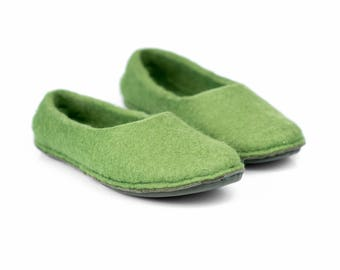 Olive green women wool slippers, felted wool slippers for women, felted slippers, flat home shoes, bedroom slippers, felted flats, mom gift