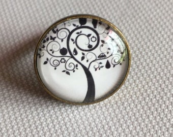 Black tree ring
