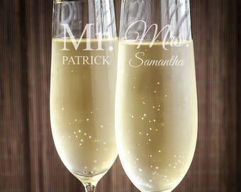 Mr. and Mrs. Engraved Wedding Toasting Flutes (PPD2022)
