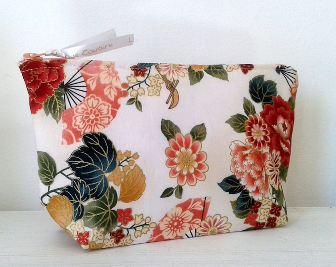 Clutch, pouch, makeup, flowers, gift idea, fabric, canvas, romantic, pouch, Japanese fabric, fabric flowers.