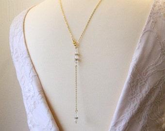 Collier bijou mariage de dos fine chaîne et cristal, collier pendentif mariage de dos perles en cristal - Bridal backdrop crystal necklace