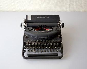 Vintage typewriter Remington Rand Noiseless model seven / american portable typewriter  / 1940s