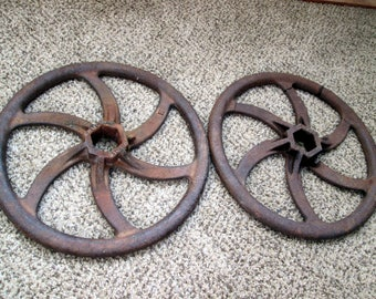 2 Rusty Gear Cog Sprocket head gate round Cast Iron Handles Armco Metal