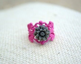 Mini Me Gray Daisy Ring