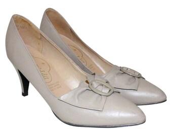1950s-Style Taupe Stilettos
