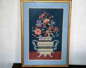 Tapisserie photo, Vase de fleurs, cadre doré, broderie, encadrée sous verre, grande tapisserie encadrée, Art textile, fond bleu