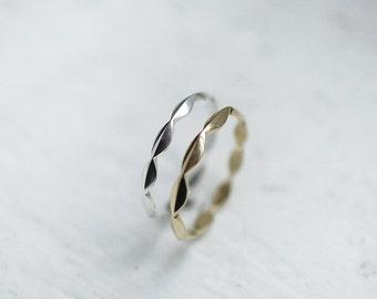 Laurel Laurier ring in 18kt gold