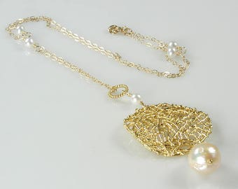 Gold Mesh and White Pearl Pendant Necklace