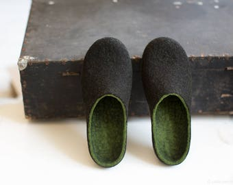 Felted men slippers Mens house shoes Forest green very dark brown natural wool clogs Eco friendly gift for him Wool anniversary Christmas