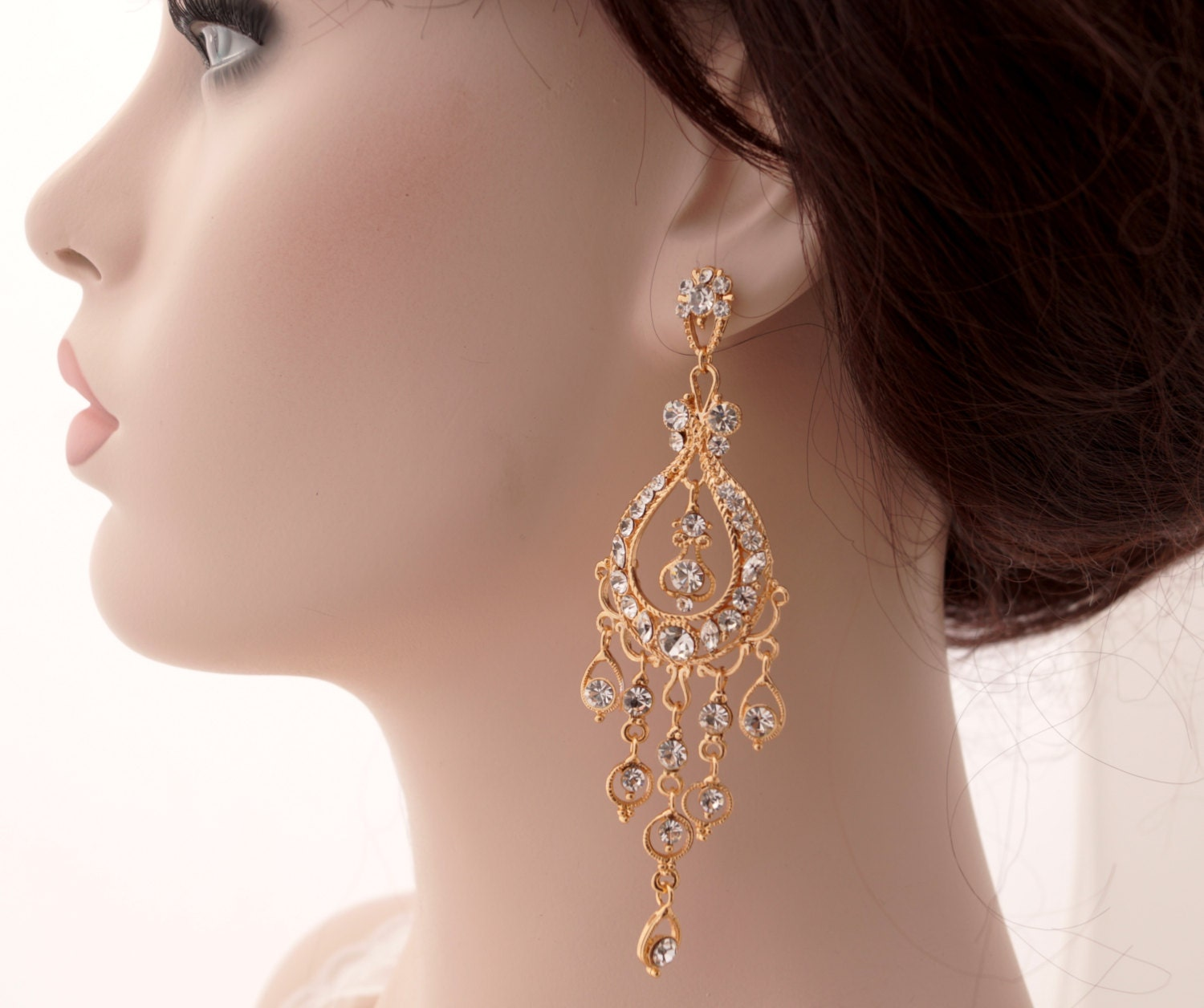 cluster bellagio bride bridal earrings cassandra model close up anna on earring