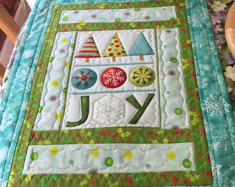 Christmas Joy Patchwork Quilted Table Centrepiece Wallhanging Runner