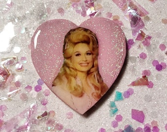 DOLLY PARTON: pin or magnet