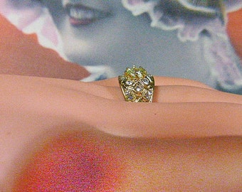 Vintage Gold and Rhinestone Solitaire Ring -- Size 9 - R-070