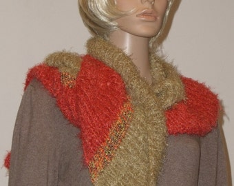Knitted inclined cuddly scarf in Orange and light green