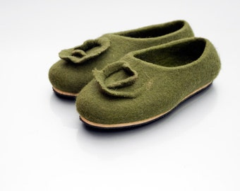 Green felted slippers, Warm slippers, Housewarming, Wool slippers women slippers, Felted footwear, house shoes, girlfriend gift for wife