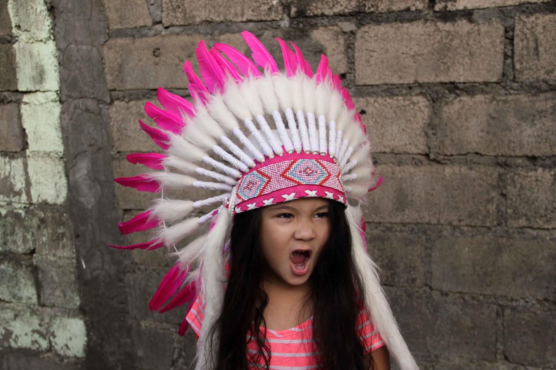 Penacho infantil blanco y rosa estilo indio corto tocado de