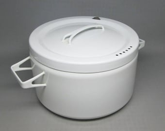Arabia FINEL enamel cooking pot , white , used . mid century modern