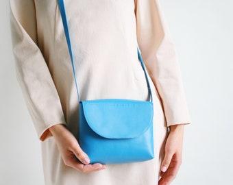 Minimalistische Schultertasche echt Leder Türkisblau, kleine Schultertasche