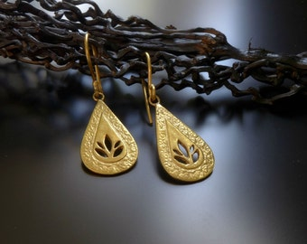 lotus drop earrings, gold lotus earrings, little lotus, Drop earring, Gift for her, Gift For Women, Valentines Day Gift