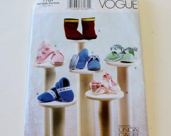 Vogue 7707: Baby Booties in Sizes Newborn to 9 Months UNCUT