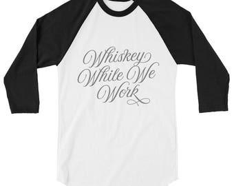 Whisky, während wir, Baseball-3/4 Ärmel-Tshirt arbeiten