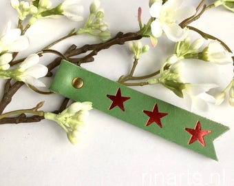 Leather keychain in green bridle leather with hand embossed red stars. Key fob with red stars. Personalized keychain