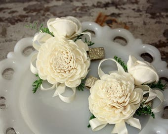 Wrist corsage, ivory and gold wrist corsage, sola wood flower, ecoflower, wooden flower wrist corsage, prom flower, wedding flowers, corsage