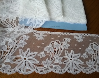 Old white the years Calais lace VINTAGE 1960s stunning patterned floral coupon 2 m 80