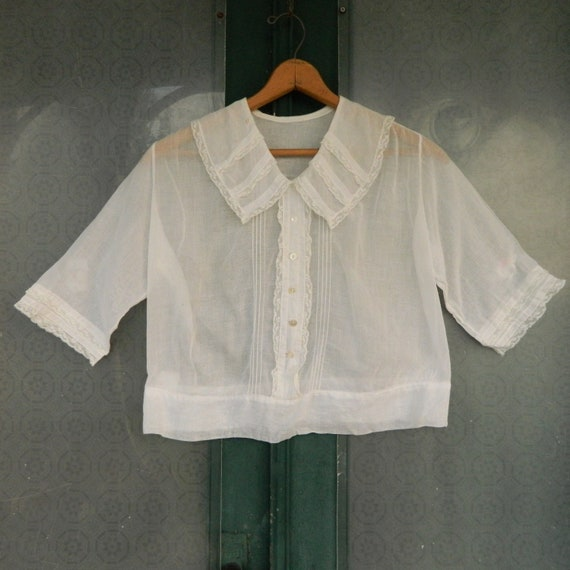 Edwardian White Cotton Lawn Pullover Blouse Trimmed with Lace