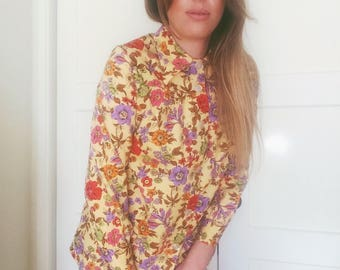Bright and cheery 1970's floral long sleeve button up blouse