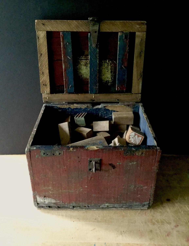 ancien coffre jouets en bois blocs de jouet en bois. Black Bedroom Furniture Sets. Home Design Ideas