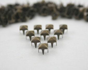 100 pcs. Antique Brass Pyramid Studs Biker Spikes spots nailheads Decorations Findings 5 mm. WYSPBR55