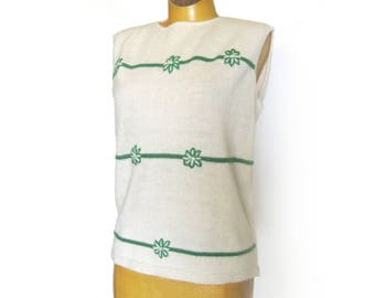 Women's Knit Sweater / Sleeveless Pullover Top / 60s Knit Sweater / Green Flowers / Crew Neck / Sixties Tunic / 36 Bust / White Top