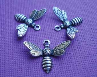Antique Silver Baby Bee Charms 17x13mm (5)
