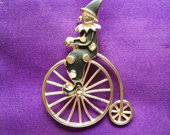 A really sweet vintage 1980s Clown riding a Penny Farthing Bicycle Brooch/Pin