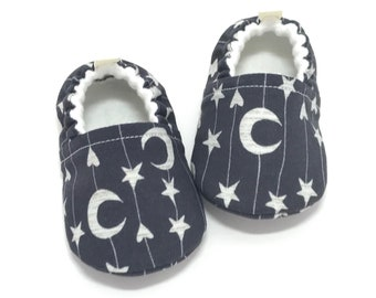 Moon Baby Booties, Celestial Baby Shoes, Baby Shower Gift, Soft Sole Baby Shoes, Stars Toddler slipper, Gender neutral baby gift, baby moccs
