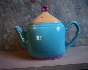 Lindt-Stymeist Teapot
